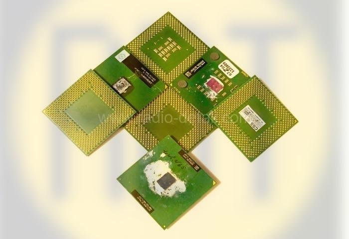 88. Процессоры на зеленом и коричневом текстолите