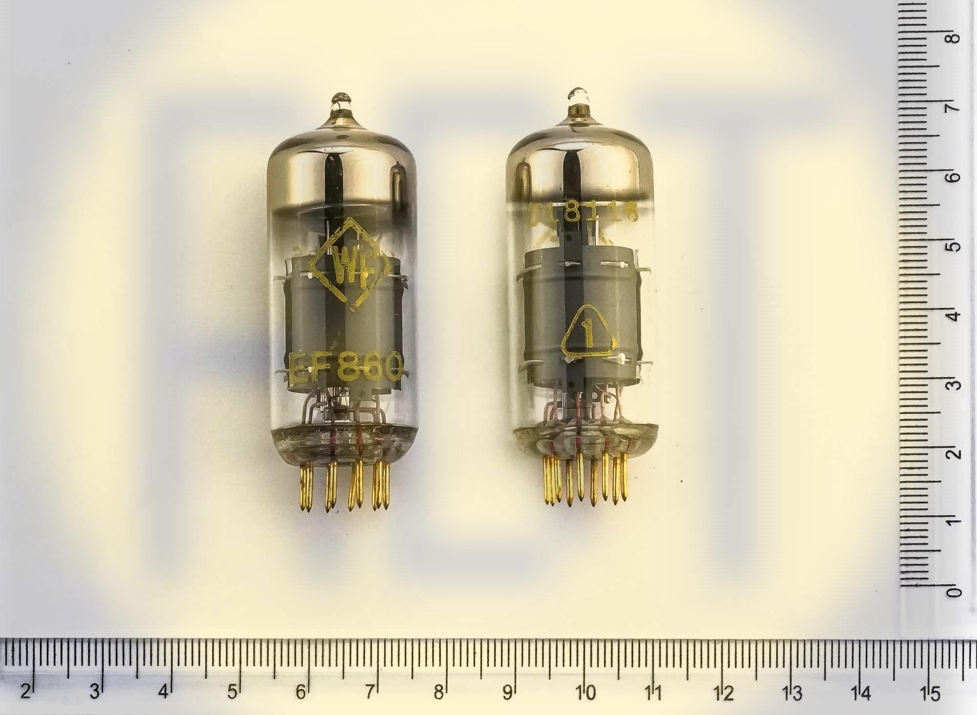 36. EF860 (желтые ноги)